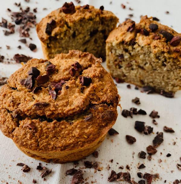 Ungesüsste Haferflocken- Bananen Muffins mit Kakao Nibs