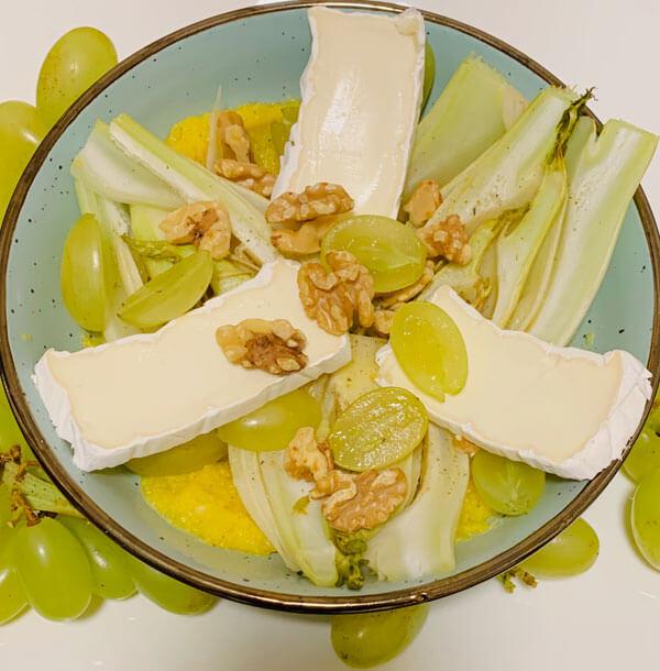 Mais Bowl mit Brie, warmen Fenchel und Trauben