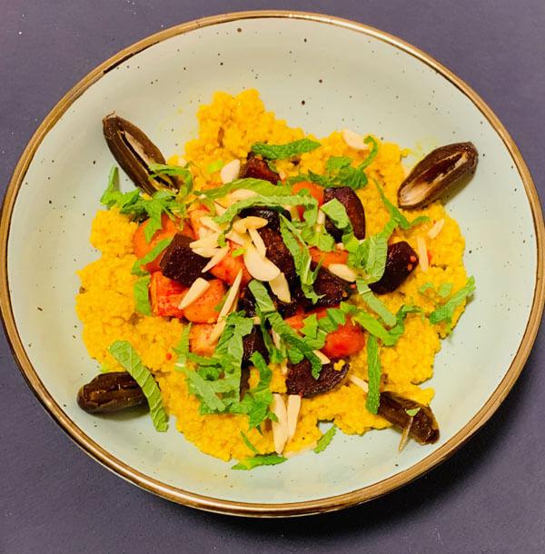 Orientalische Mango Couscous Bowl mit Ofen Wurzelgemüse