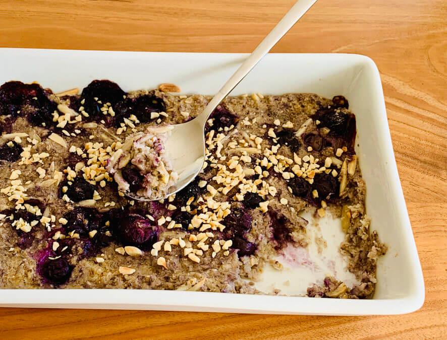 Gebackenes Hafer Blaubeeren Porridge